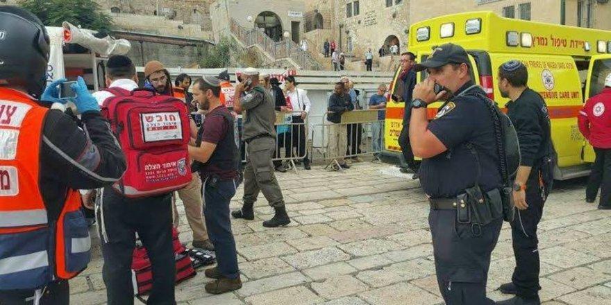 Kudüs'teki Bıçaklama Eyleminde Bir İşgal Askeri Ağır Yaralandı