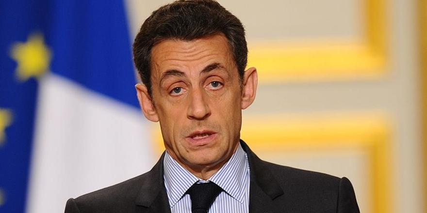 Sarkozy, Kaddafi'den milyonlarca euro almakla suçlanıyor