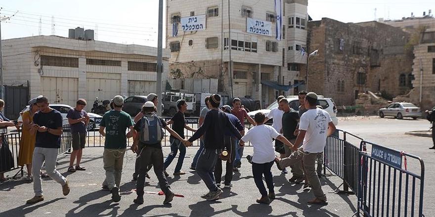 Yahudi Yerleşimciler Filistinli İlkokul Öğrencilerine Saldırdı!