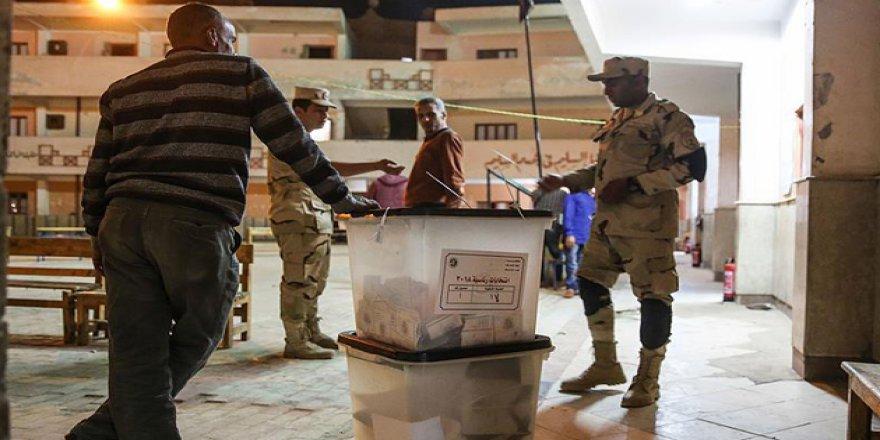 Mısır'da Sonucu Önceden Belli Seçim Komedisi