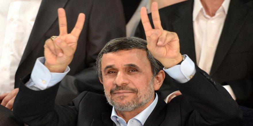 Ahmedinejad'dan Yardımcılarının Tutuklanmasına Protesto