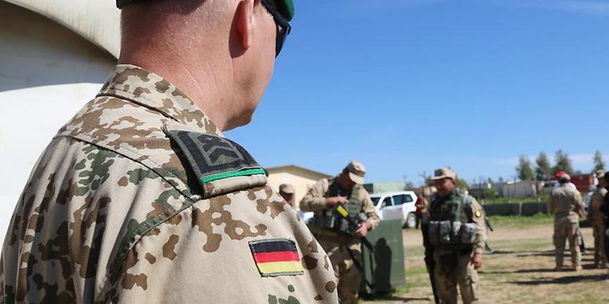 Almanya'da askeri istihbarat başkanı görevden alındı
