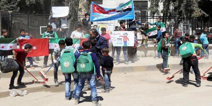 Azezli Öğrencilerden Uygulamalı Sokak Temizliği Dersi