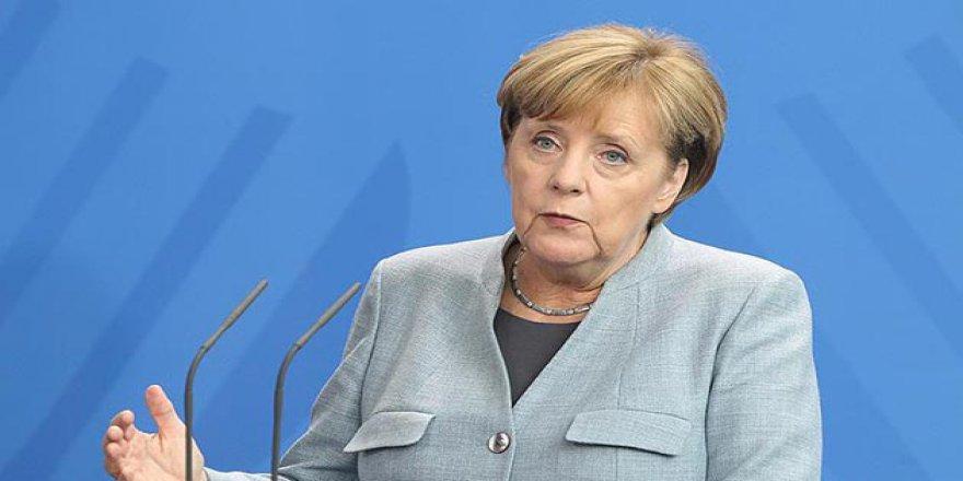 Merkel'den Suriye Açıklaması: Almanya Hiçbir Hava Saldırısına Katılmayacak