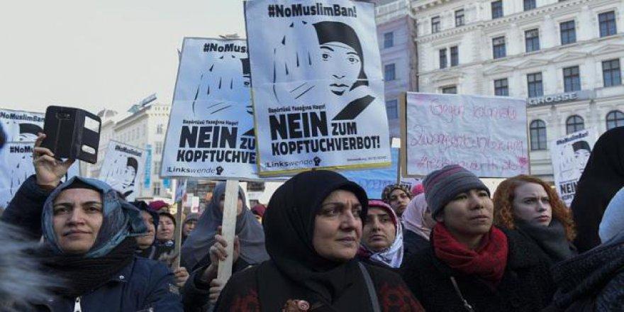 Avusturya Başörtüsünü Yasaklamada Israrcı