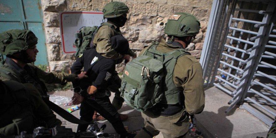 İşgal Güçleri 30 Filistinliyi Gözaltına Aldı
