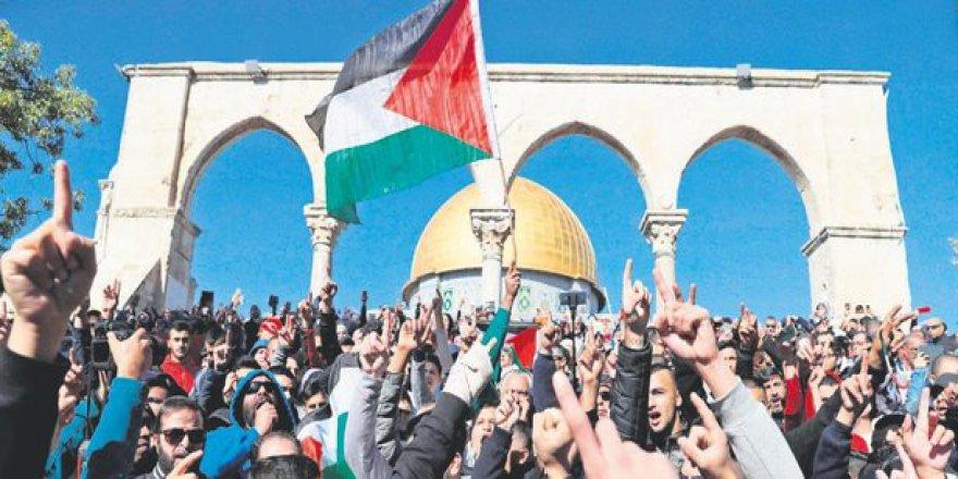 Kudüs ile Dayanışmak İçin Cuma Günü Fatih Camii'ndeyiz!