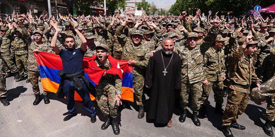 Ermenistan'da Muhalefet Hedefine İlerliyor