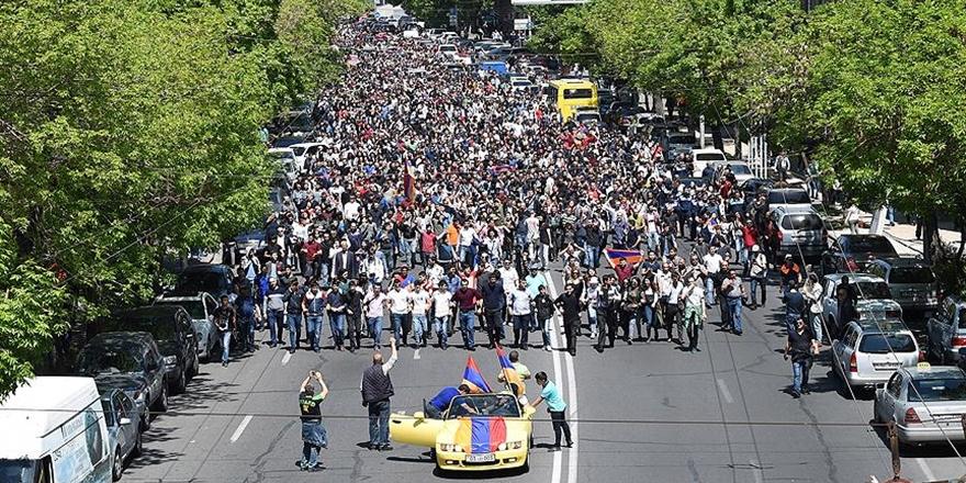 """""""Ermenistan'ın Önünde Yeni Bir Ufuk Açılır mı?"""""""
