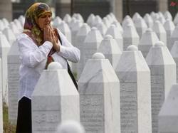 Srebrenitsa ve Hama Katliamını Unutmayalım!