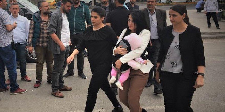 6 Aylık Bebeğiyle Cezaevine Konulan 'Ayşe Öğretmen' Tahliye Edildi