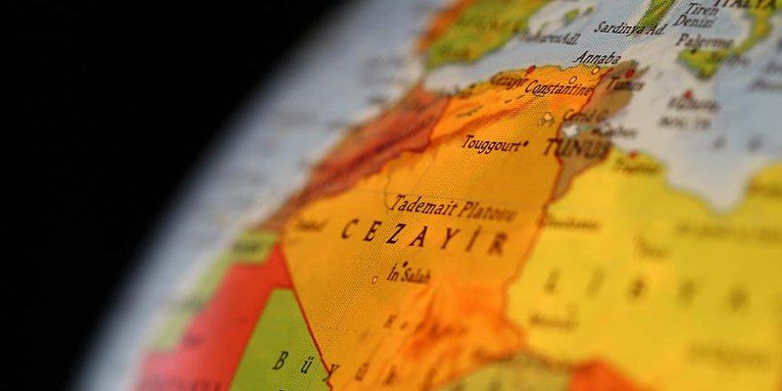 Cezayir'de Hükümet Feshedildi, Seçimler Ertelendi