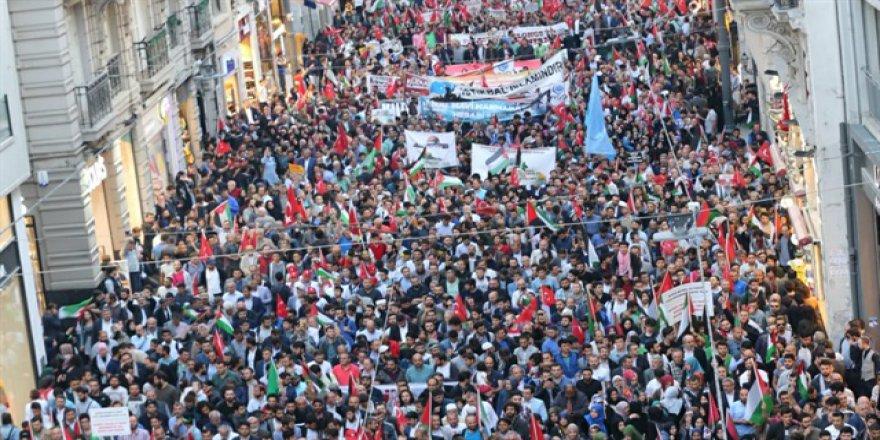İstanbul'da Binlerce Kişi Kudüs İçin Yürüdü
