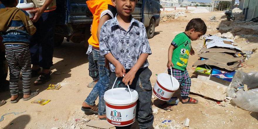 Bilgi ve Erdem Vakfı Suriye'ye Yardım Tırlarıyla Gitti