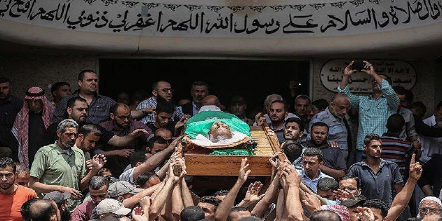 Gazze Bir Şehidini Daha Uğurladı