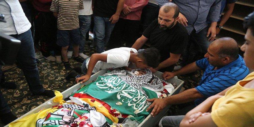Filistin Genç Bir Şehidini Daha Hakk'a Uğurladı