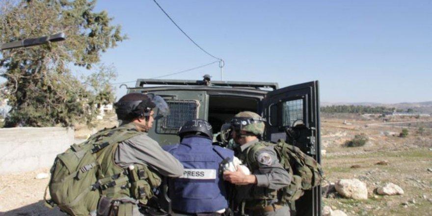 İşgal Rejimi 3'ü Kadın 15 Filistinli Gazeteciyi Zindanda Tutuyor
