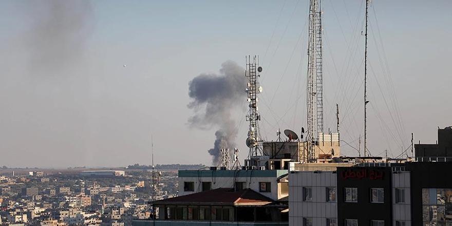 İşgalci İsrail Gazze'de İki Filistinliyi Topçu Ateşiyle Katletti!