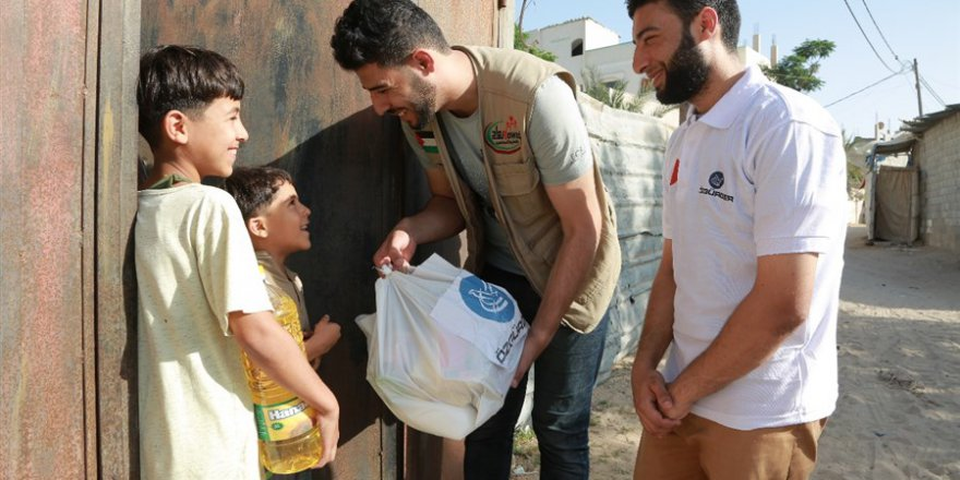 Özgür-Der Gazze'de Kumanya Dağıtımına Devam Ediyor