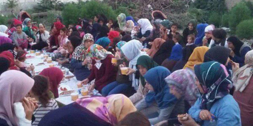 Akhisar Özgür-Der'li Hanımlar, Suriyeli Kardeşleriyle İftarda Buluştu