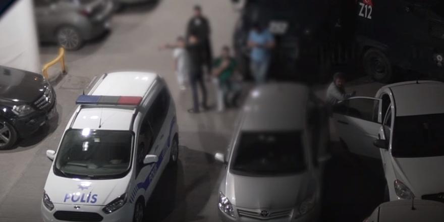 Teravih Namazı Vakti Polis Baskını!