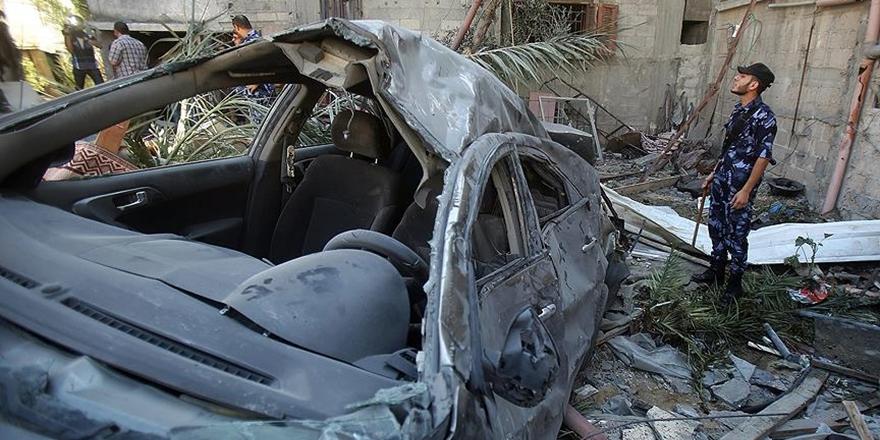 İşgalci İsrail'e Ait Savaş Uçakları Gazze'de Sivil Aracı Vurdu!