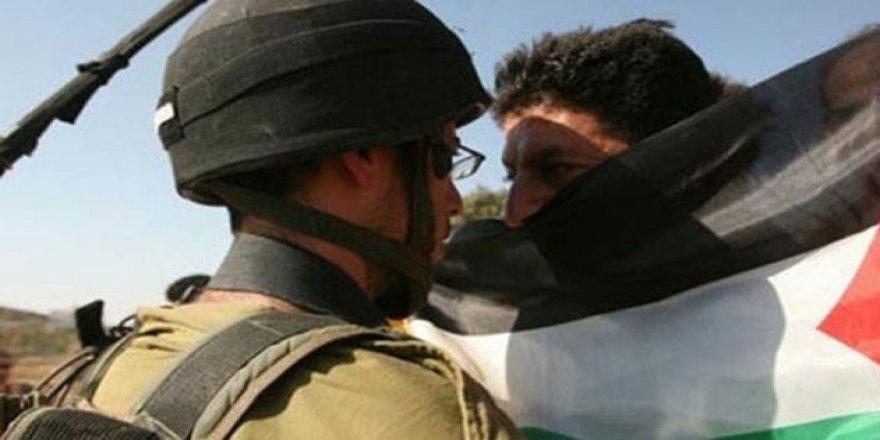 İşgal Güçleri 13 Filistinliyi Gözaltına Aldı