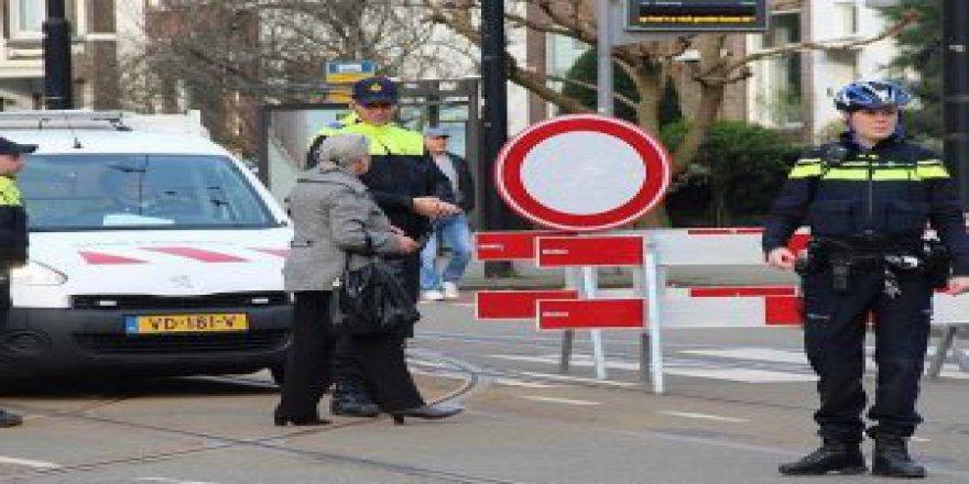 Hollanda'da Sürücü Aracıyla Kalabalığın Arasına Daldı