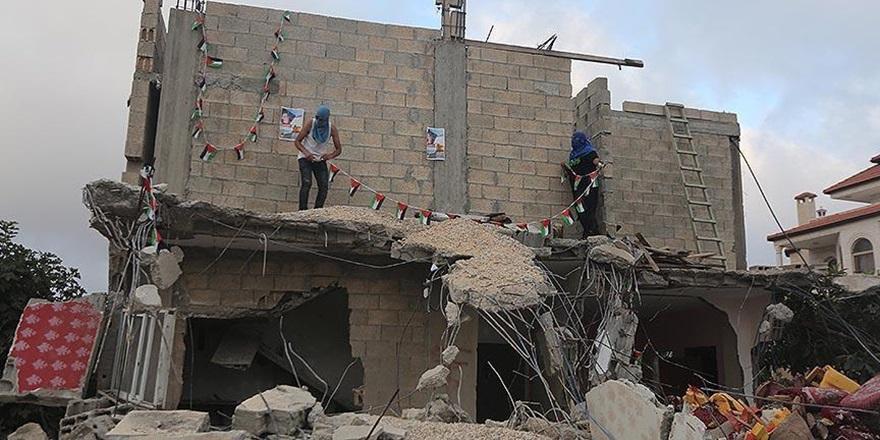 İşgalci İsrail, Gözaltındaki Filistinlinin Evinin Duvarlarını Yıktı!