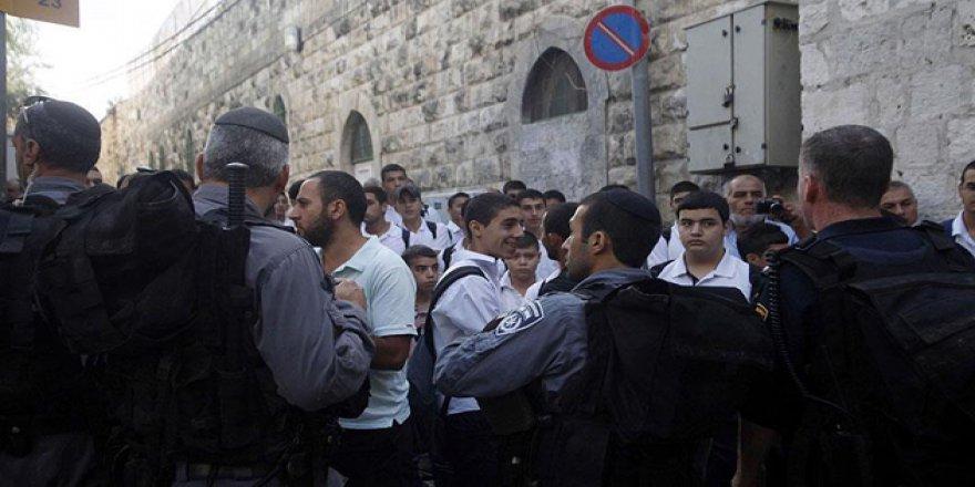 Siyonist Yerleşimcilerden İbrahim Camii'ne Baskın