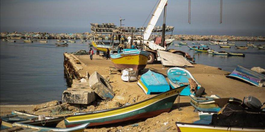 İşgal Güçleri 3 Filistinli Balıkçıyı Gözaltına Aldı