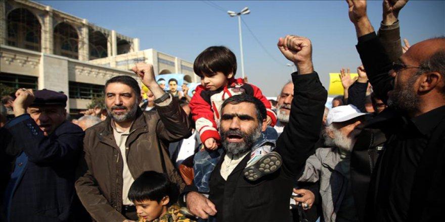"""İran Esnafı: """"Suriye'yi Bırak, Bizim Durumumuza Bak"""""""
