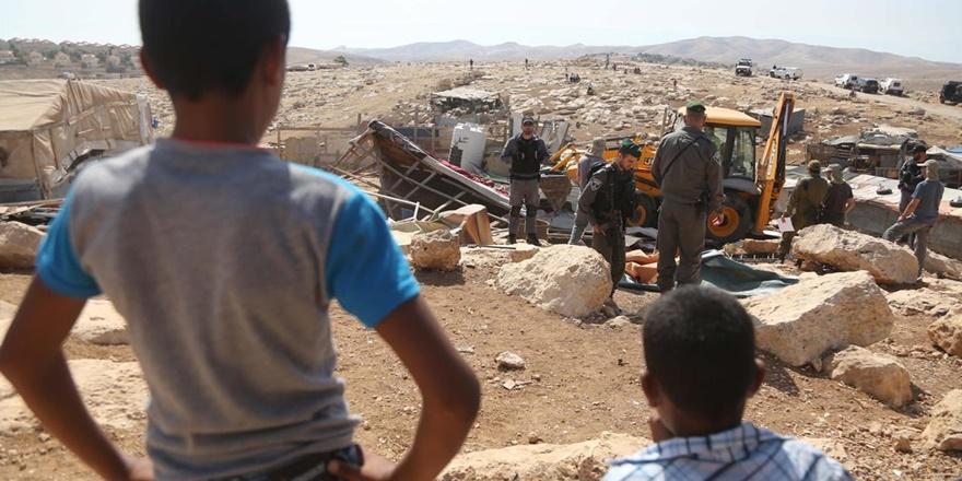 İsrail Askerleri Kudüs'ün Doğusunda Filistinlilere Ait 40 Ev ve Ağılı Yıktı!