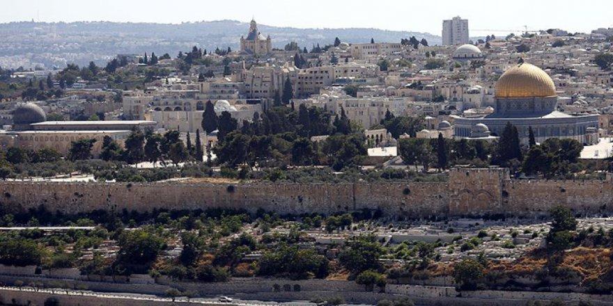Siyonistler, Filistinli Kadınları Mescid-i Aksa'da Gözaltına Aldı