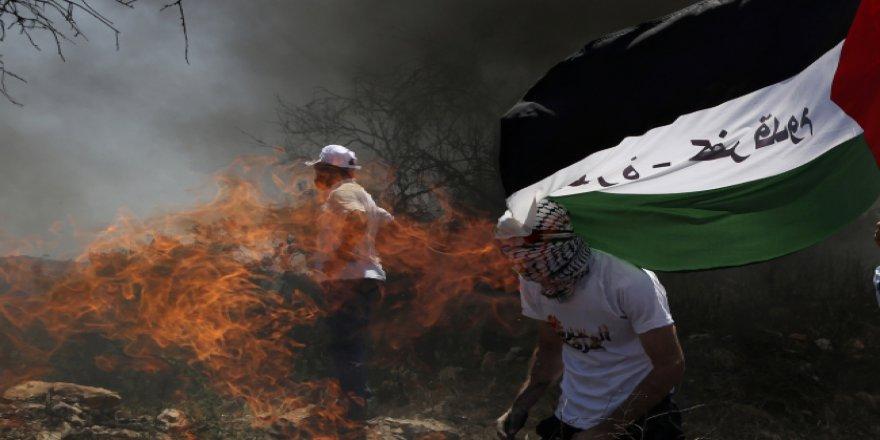 Siyonist İsrail Zulmediyor, Filistinliler Direniyor