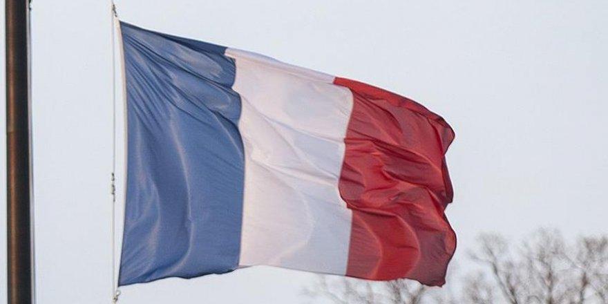 Fransa'da Saldırgan Aracıyla Camiye Daldı