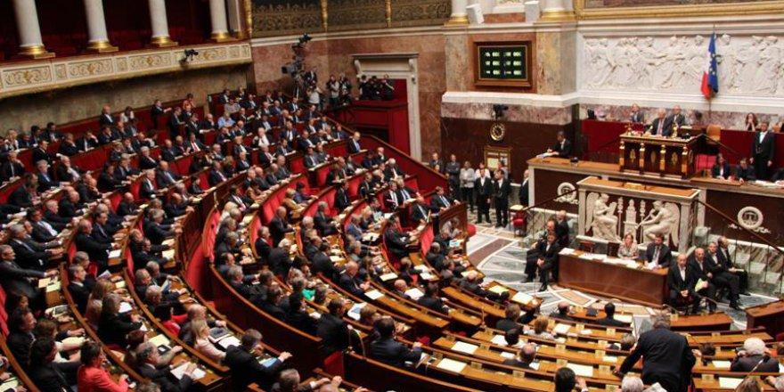 Fransa'da Anayasanın İlk Maddesinde Değişiklik Yapıldı