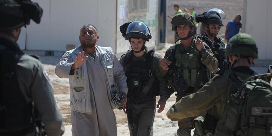 İşgalci İsrail Askerleri Batı Şeria'da 16 Filistinliyi Gözaltına Aldı!