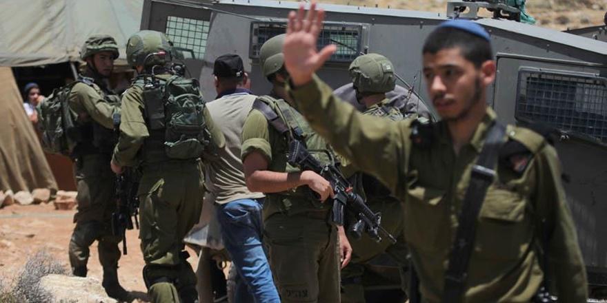 İşgalci İsrail Askerleri 13 Filistinliyi Gözaltına Aldı!