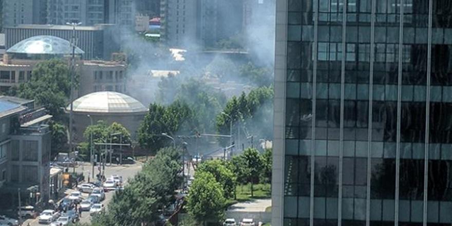 ABD'nin Pekin Büyükelçiliği'nin Önünde Patlama