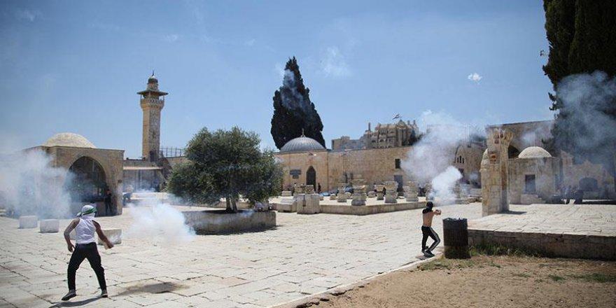 İşgal Güçleri Mescid-i Aksa'daki Cemaate Saldırdı