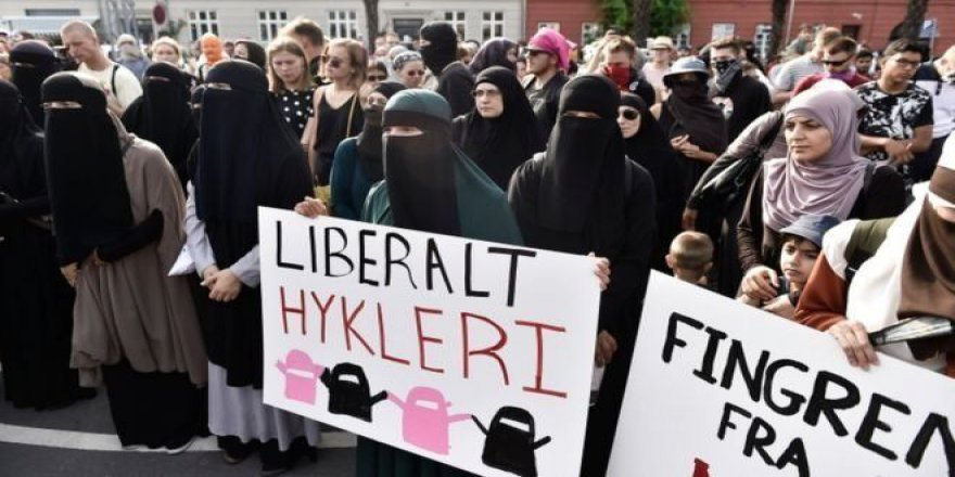 Danimarka Peçe Yasağına Direnen Müslümanları Cezalandırdı