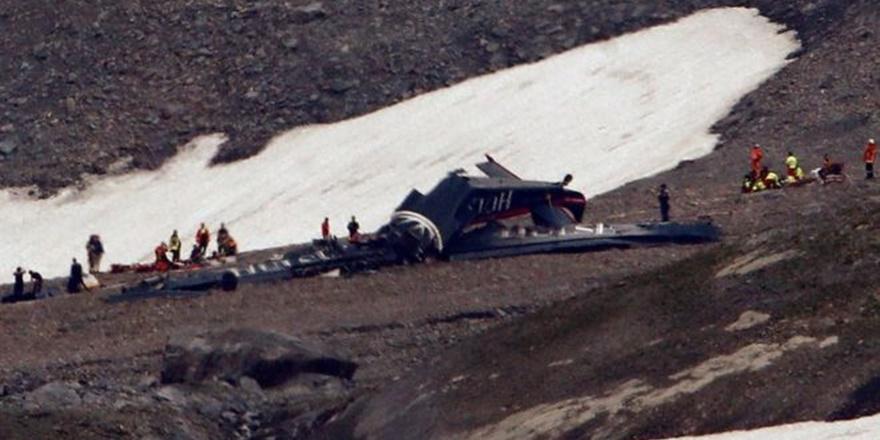İsviçre'de Uçak Düştü: 20 Kişi Öldü