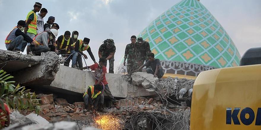 Endonezya'daki Depremde Can Kaybı Sayısı 131'e Yükseldi