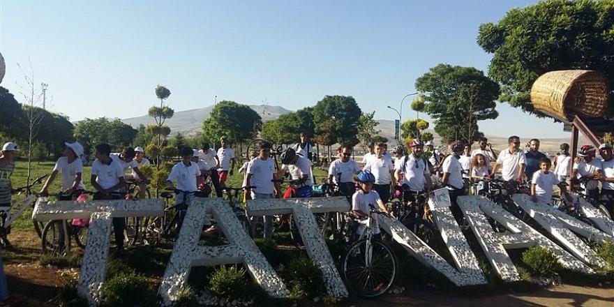 Tatvan Özgür-Der Çocuk Kulübü Van Gölü Aktivistlerini Karşıladı