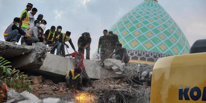 Endonezya Bu Kez 6.2 Şiddetindeki Depremle Sallandı