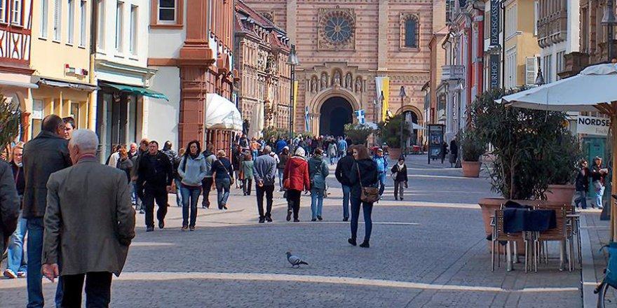 Almanya'da Genç Nüfus Azalıyor
