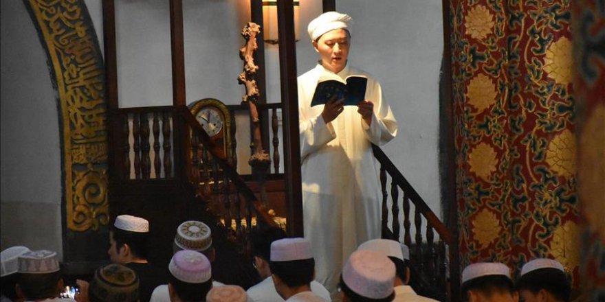 Çinli Müslümanlardan Cami Yıkım Kararına Protesto