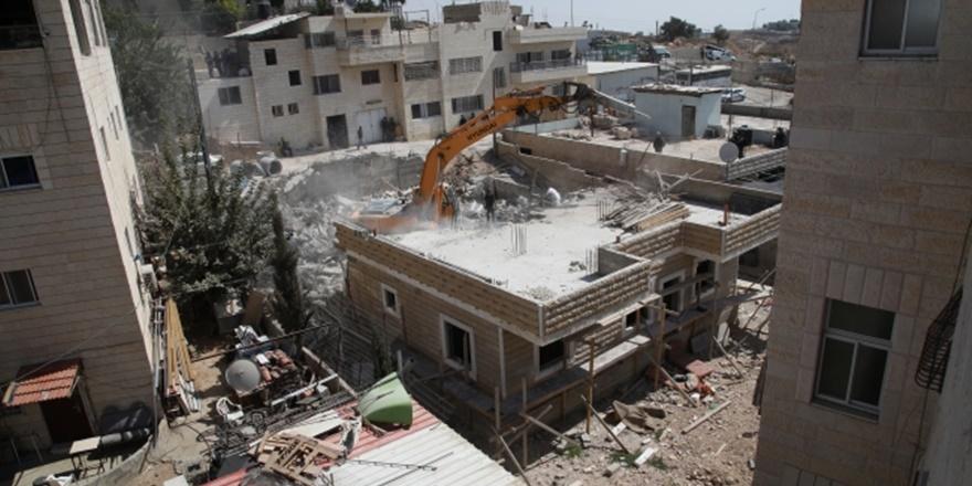 İşgalci İsrail Doğu Kudüs'te Filistinlilere Ait Binayı Yıktı!