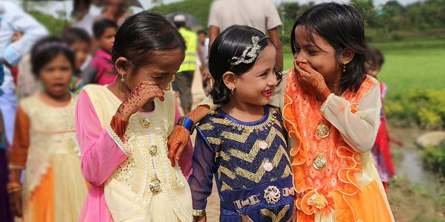 Bangladeş'teki Arakanlı Çocukların Bayram Neşesi